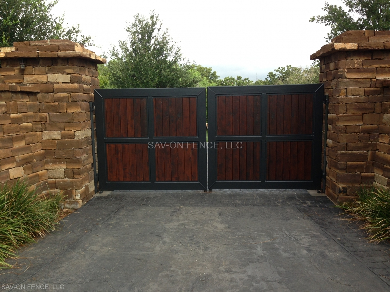 Level Top Iron Frame and Cedar Filled Gate